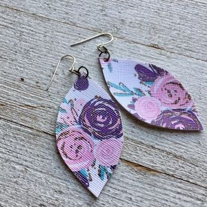 Jewelry - 🌸 Wildflower Leather earrings - purple and pink